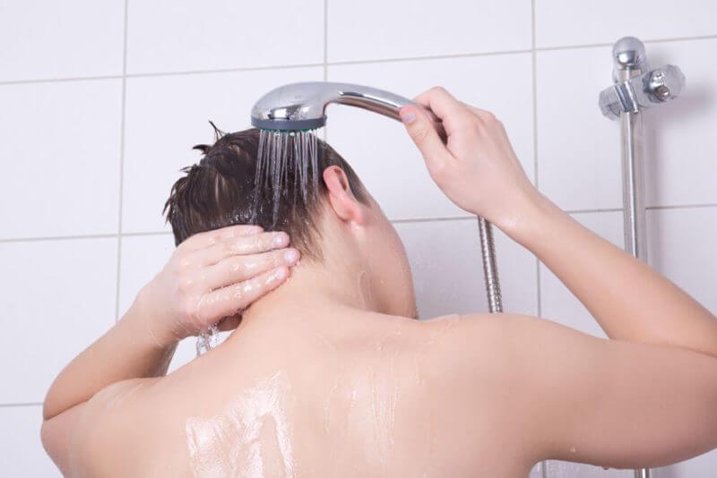シャンプーで抜け毛が多いのはAGAの始まり